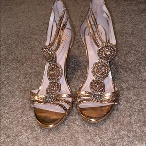 Vince Camuto Jeweled Wedges Size 10M